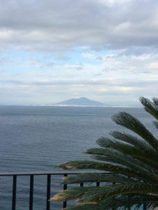 le vesuve depuis JK place Capri