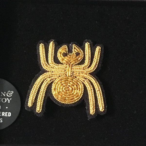 broche brodée main Macon & Lesquoy araignée or