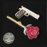 broche brodée main Macon & Lesquoy boite panoplie gun et rose