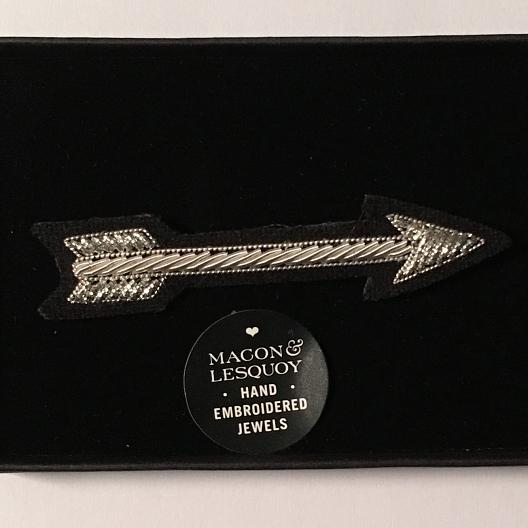 broche brodée fleche argent Macon et Lesquoy geneve le Colibry concept store